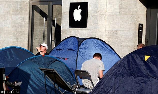 Người Mỹ ăn chực nằm chờ để mua iPhone 7 - Ảnh 1.