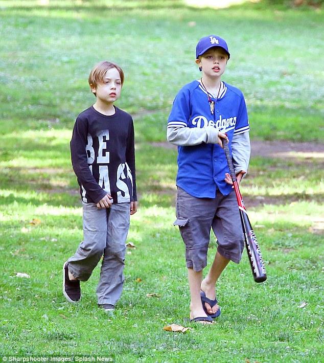 Anh trai Angelina Jolie thế chân Brad Pitt? - Ảnh 6.