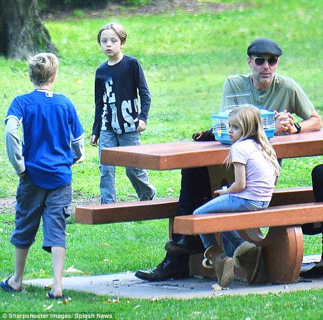 Anh trai Angelina Jolie thế chân Brad Pitt? - Ảnh 2.