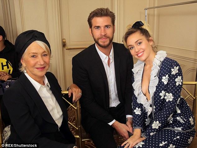 Miley Cyrus tươi hết cỡ bên người tình điển trai - Ảnh 1.
