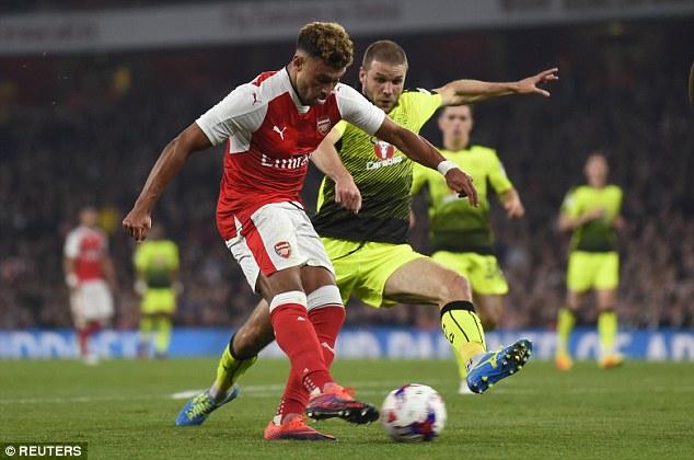 Bốc thăm chia cặp tứ kết Cúp LĐ Anh: Man Utd, Arsenal gặp khó! - Ảnh 1.