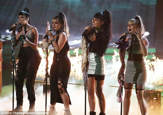Tử thần ghé thăm The X-Factor, giám khảo sợ hãi bật dậy khỏi ghế nóng - Ảnh 16.