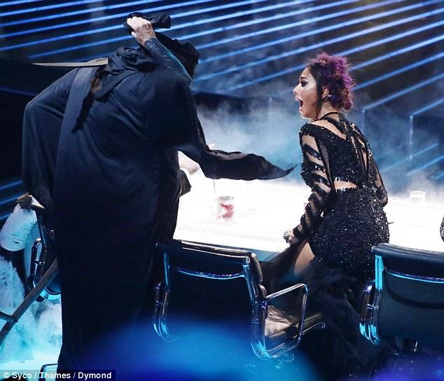 Tử thần ghé thăm The X-Factor, giám khảo sợ hãi bật dậy khỏi ghế nóng - Ảnh 6.