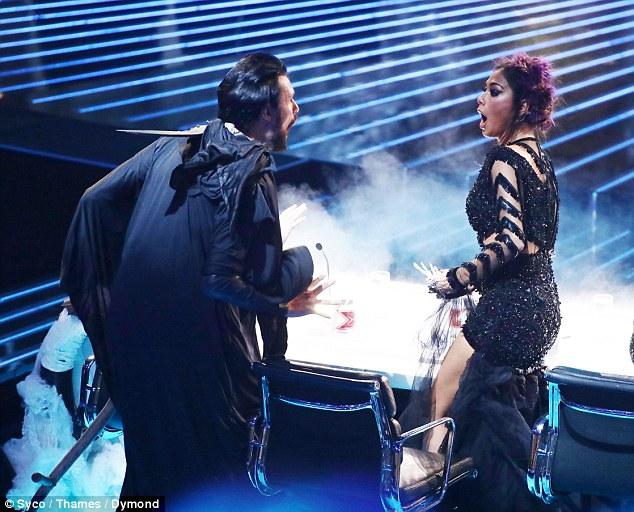 Tử thần ghé thăm The X-Factor, giám khảo sợ hãi bật dậy khỏi ghế nóng - Ảnh 8.
