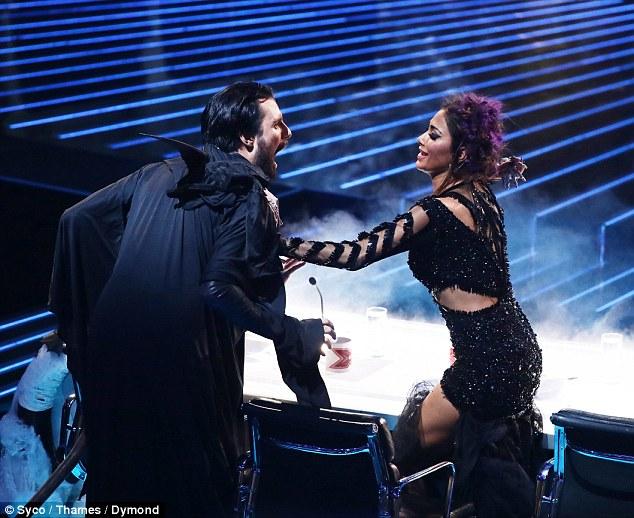 Tử thần ghé thăm The X-Factor, giám khảo sợ hãi bật dậy khỏi ghế nóng - Ảnh 7.