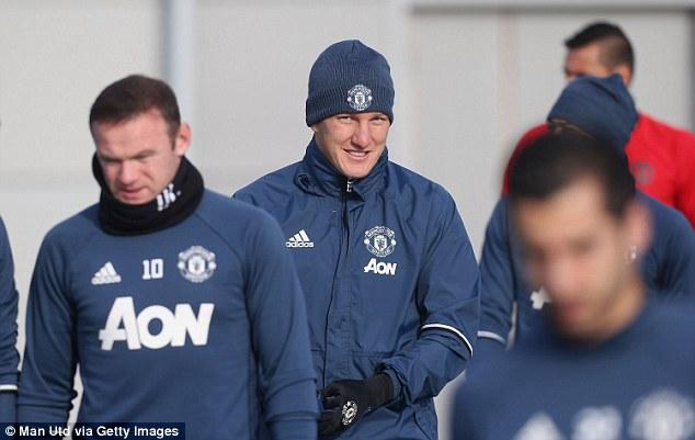 Schweinsteiger được tập luyện cùng đội một MU: Trở lại...để chuẩn bị ra đi ?! - Ảnh 1.