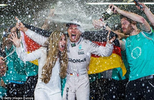 Lewis Hamilton nguy cơ mất 30 triệu Bảng vì âm mưu cướp ngôi vô địch F1 - Ảnh 1.