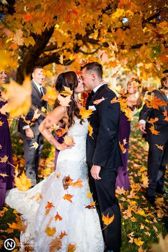 Những bức ảnh cưới tuyệt đẹp mang màu sắc của mùa thu - Ảnh 3.