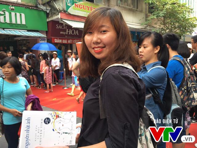 Độc giả xếp hàng dài xin chữ ký nhà văn Nguyễn Nhật Ánh - Ảnh 5.