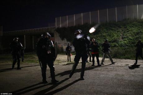 Xung đột trước giờ dỡ bỏ trại tị nạn Calais (Pháp) - Ảnh 4.