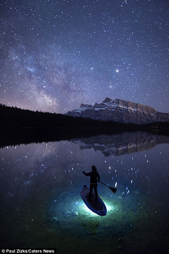 Khoảnh khắc chèo thuyền kayak dưới bầu trời đầy sao ở Bắc Mỹ - Ảnh 5.