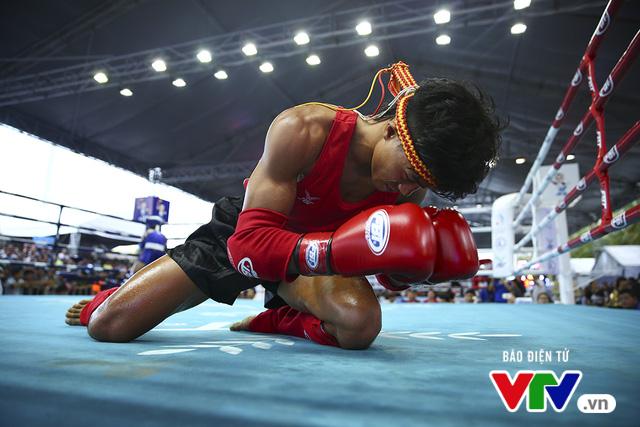 ABG 2016: Độc cô cầu bại Nguyễn Trần Duy Nhất ngạo nghễ trên sàn đấu Muay Thái - Ảnh 6.