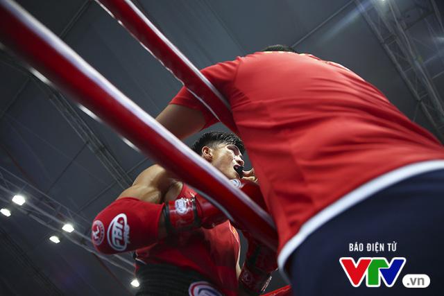 ABG 2016: Độc cô cầu bại Nguyễn Trần Duy Nhất ngạo nghễ trên sàn đấu Muay Thái - Ảnh 8.