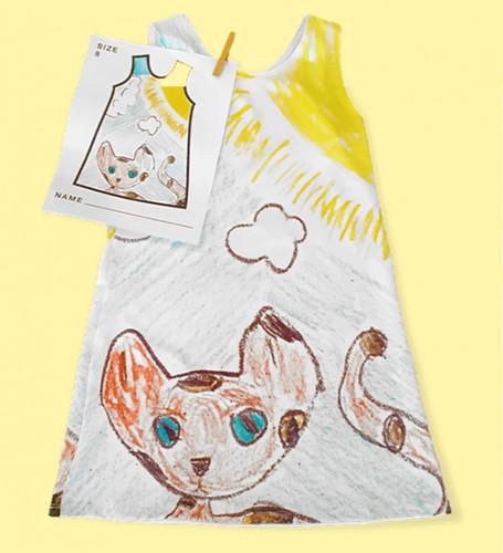 Nhà thiết kế may váy theo bản vẽ của các con mình - Ảnh 1.