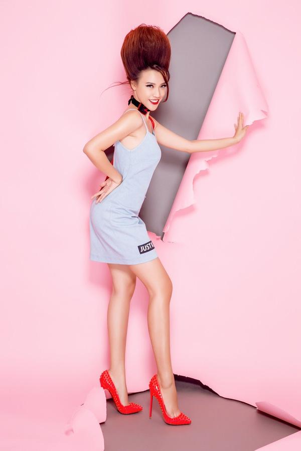 Á hậu Hoàng Oanh sành điệu với gam màu pastel - Ảnh 2.