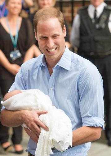 Những khoảnh khắc tuyệt vời của cha con hoàng tử William - Ảnh 1.