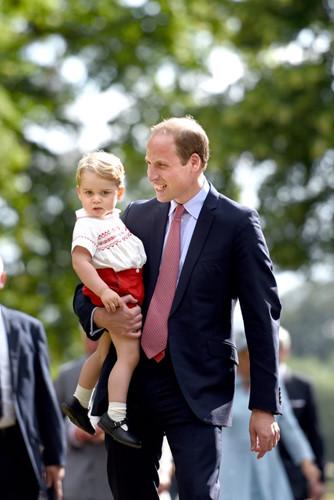 Những khoảnh khắc tuyệt vời của cha con hoàng tử William - Ảnh 14.