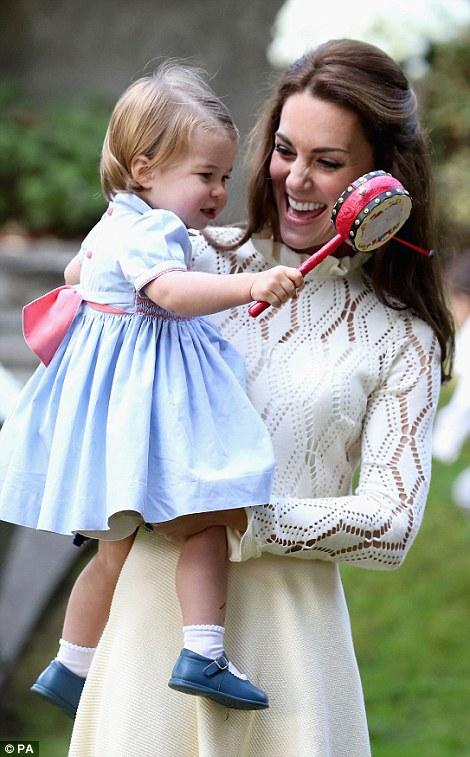 Ngắm loạt ảnh yêu không thể tả của hoàng tử bé nước Anh tại Canada - Ảnh 3.
