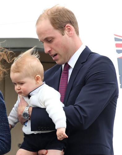 Những khoảnh khắc tuyệt vời của cha con hoàng tử William - Ảnh 2.