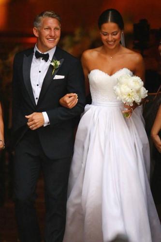 Đám cưới lộng lẫy của những người nổi tiếng - Ảnh 1.