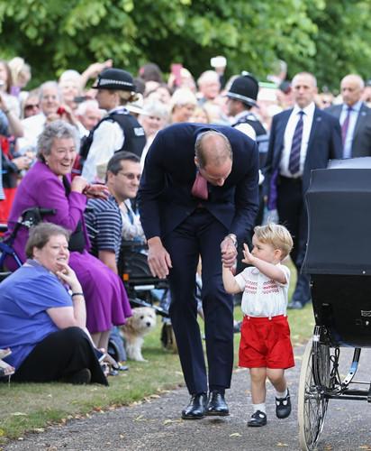 Những khoảnh khắc tuyệt vời của cha con hoàng tử William - Ảnh 3.