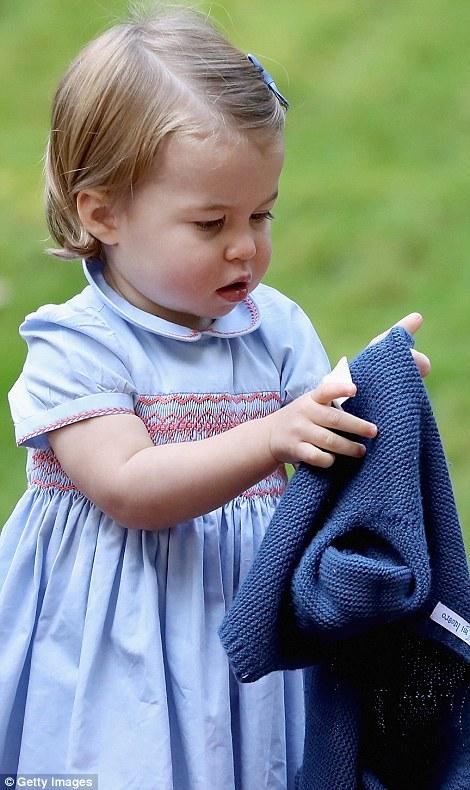 Ngắm loạt ảnh yêu không thể tả của hoàng tử bé nước Anh tại Canada - Ảnh 9.