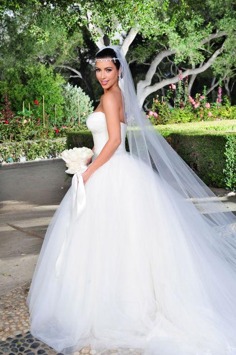 9 chiếc váy cưới có giá trên trời khiến cô dâu nào cũng mơ ước - Ảnh 6.