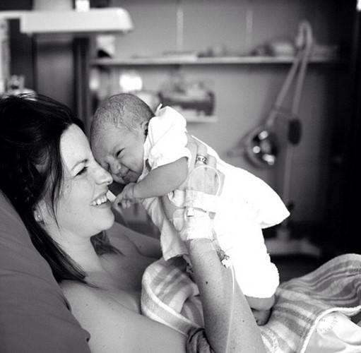 Bộ ảnh ấn tượng ghi lại cảm xúc của cha mẹ khi đứa con chào đời - Ảnh 6.