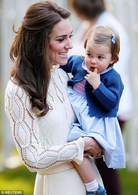 Ngắm loạt ảnh yêu không thể tả của hoàng tử bé nước Anh tại Canada - Ảnh 7.