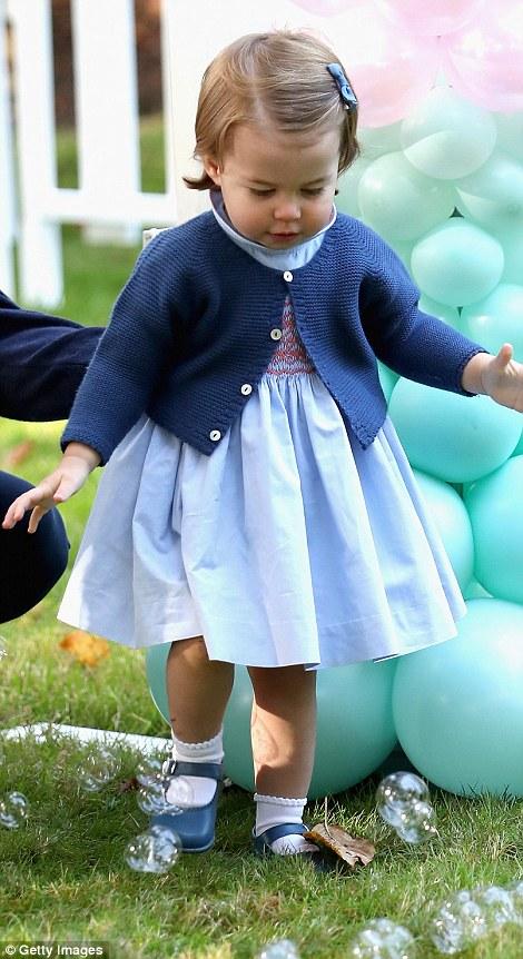 Ngắm loạt ảnh yêu không thể tả của hoàng tử bé nước Anh tại Canada - Ảnh 6.