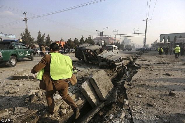 Afghanistan: Đánh bom xe ô tô, nhiều người bị thương - Ảnh 9.