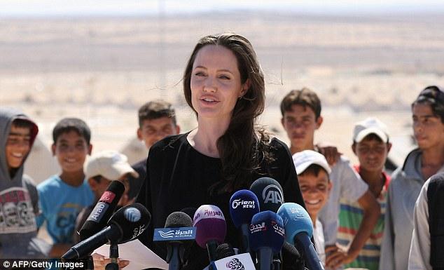 Angelina Jolie thăm trại tị nạn ở Jordan - Ảnh 1.