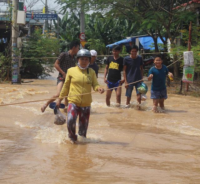 Hơn 2.000 học sinh Đồng Nai nghỉ học do mưa lũ - Ảnh 1.