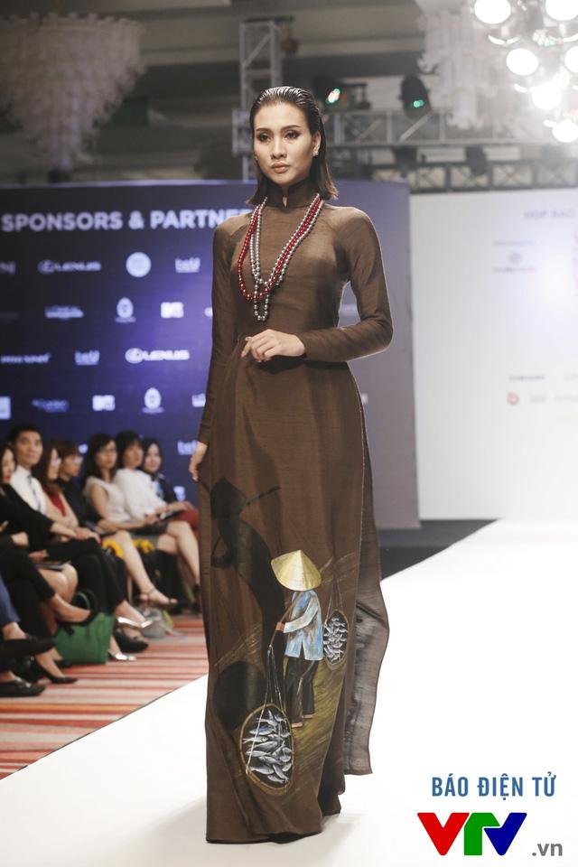 Tuần lễ thời trang quốc tế Việt Nam: Thổi hồn dân tộc vào thời trang cao cấp - Ảnh 4.