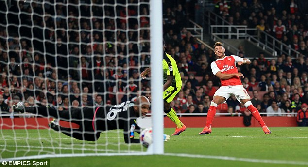 Vòng 4 League Cup: Chamberlain tỏa sáng, Arsenal thắng dễ Reading - Ảnh 2.