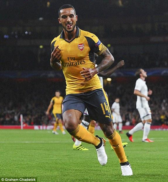 Walcott lập cú đúp, Arsenal thắng trận đầu tại Champions League 2016/17 - Ảnh 1.