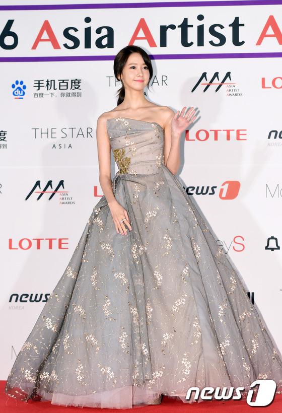 Suzy, Yoona đọ sắc với váy bồng công chúa - Ảnh 9.
