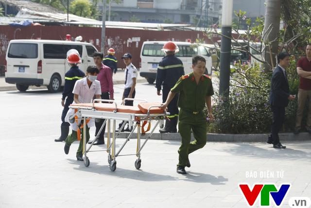 Diễn tập phương án chữa cháy và cứu nạn, cứu hộ tại tòa nhà cao nhất Việt Nam - Ảnh 13.