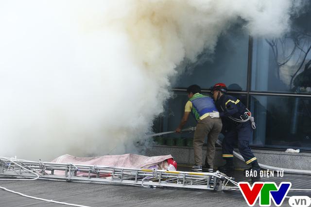 Diễn tập phương án chữa cháy và cứu nạn, cứu hộ tại tòa nhà cao nhất Việt Nam - Ảnh 12.