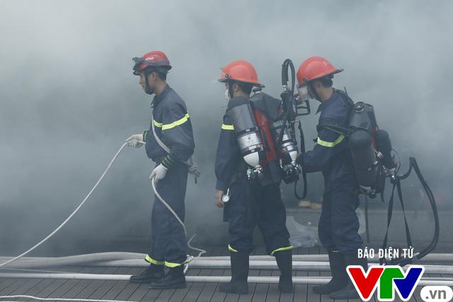 Diễn tập phương án chữa cháy và cứu nạn, cứu hộ tại tòa nhà cao nhất Việt Nam - Ảnh 11.