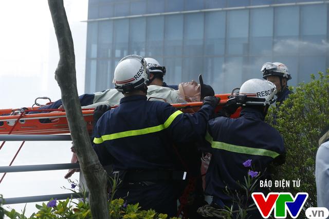 Diễn tập phương án chữa cháy và cứu nạn, cứu hộ tại tòa nhà cao nhất Việt Nam - Ảnh 14.
