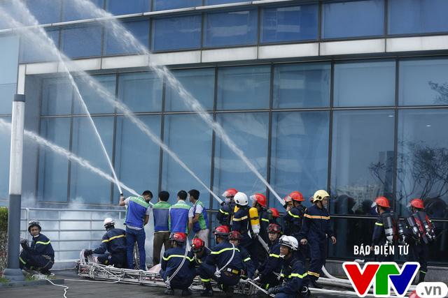 Chữa cháy, cứu người tại tòa nhà cao nhất Việt Nam diễn ra như thế nào? - Ảnh 1.