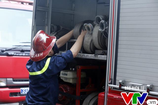 Diễn tập phương án chữa cháy và cứu nạn, cứu hộ tại tòa nhà cao nhất Việt Nam - Ảnh 2.