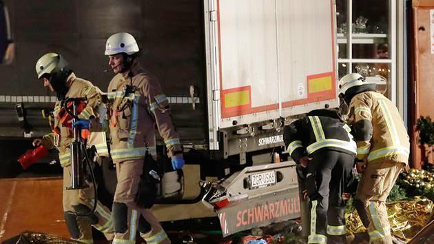 Vụ xe tải lao vào chợ Noel tại Đức có thể do khủng bố - Ảnh 3.