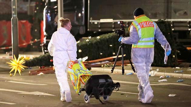 Vụ xe tải lao vào chợ Noel tại Đức có thể do khủng bố - Ảnh 8.