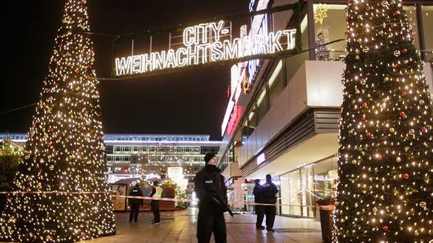 Vụ xe tải lao vào chợ Noel tại Đức có thể do khủng bố - Ảnh 1.