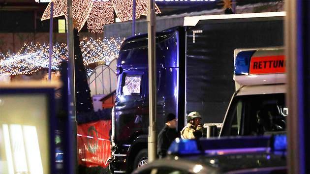 Vụ xe tải lao vào chợ Noel tại Đức có thể do khủng bố - Ảnh 7.