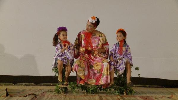 Trấn Thành chạm mặt Hari Won, Quang Đăng trổ tài phun lửa - Ảnh 1.
