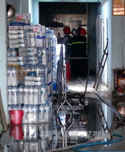 Phú Yên: Cháy cơ sở sản xuất rượu nằm trong khu dân cư - Ảnh 1.
