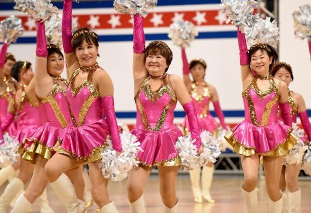 Đội cổ vũ hoạt náo viên cao tuổi tại Nhật Bản - Ảnh 2.